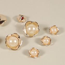Knopf Blüte mit Perle goldfarben
