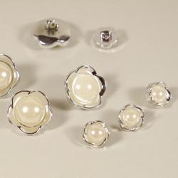 Knopf Blüte mit Perle silberfarben
