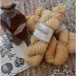 Pflanzenfärbeset Granatapfel auf Merino
